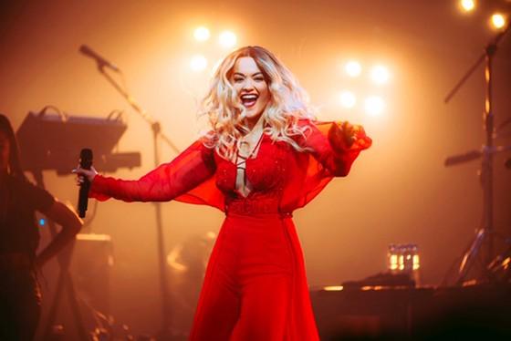 Rita Ora diện thiết kế của Công Trí trên sân khấu tour Pheonix ảnh 2