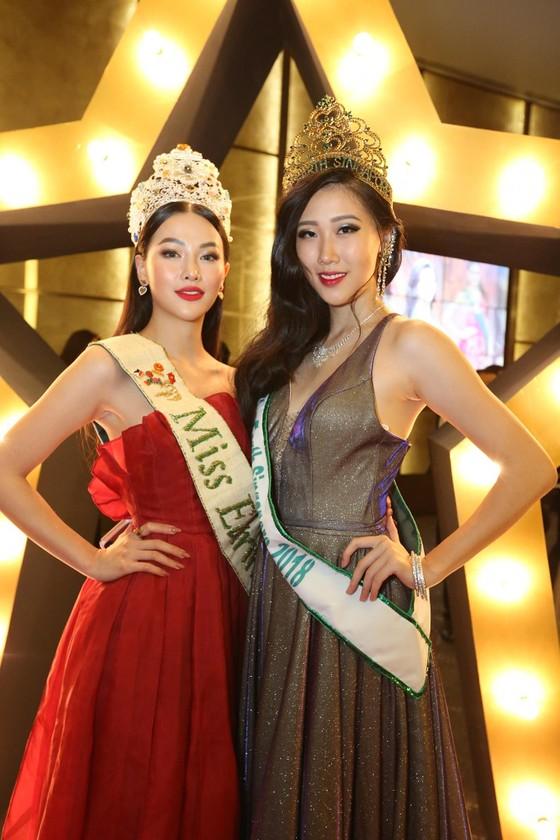 Phương Khánh xuất hiện quyến rũ tại đêm chung kết Miss Earth Singapore 2019 ảnh 2