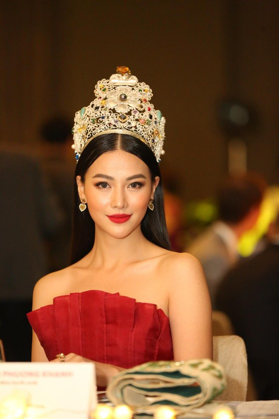 Phương Khánh xuất hiện quyến rũ tại đêm chung kết Miss Earth Singapore 2019 ảnh 1