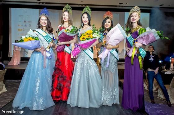 Phương Khánh xuất hiện quyến rũ tại đêm chung kết Miss Earth Singapore 2019 ảnh 3
