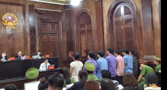 Vợ bác sĩ Chiêm Quốc Thái bị xử 18 tháng tù vì thuê người chém chồng ảnh 1