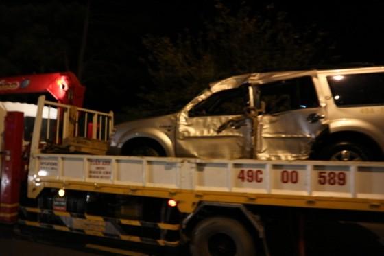 Xe hơi chở 5 người lao xuống hồ Xuân Hương trong đêm ảnh 3