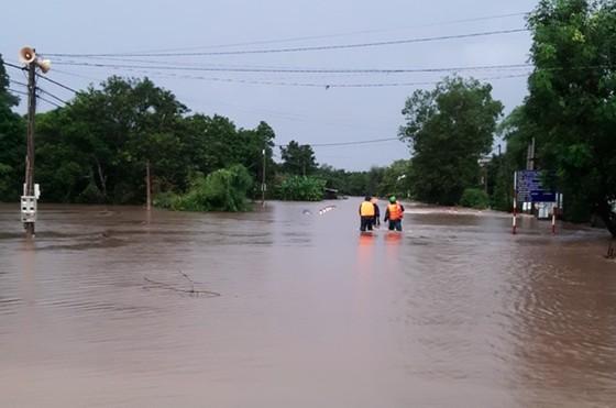 Mưa lớn, nhiều địa phương ở Đắk Lắk bị cô lập, phải di dời dân ảnh 1