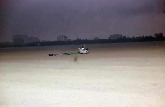 Xử lý sự cố tràn dầu ở rò rỉ ở 9 tàu hàng bị nạn tại vùng biển Quy Nhơn  ảnh 1