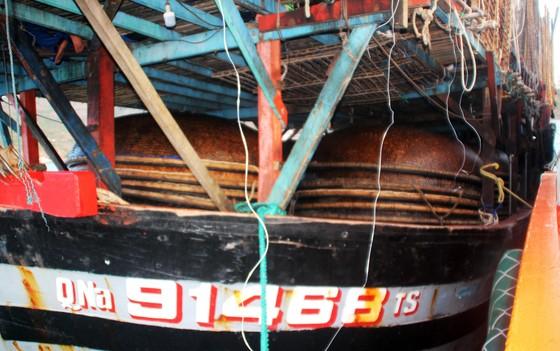 Cận cảnh tàu SAR vượt biển cứu 49 ngư dân bị ngộ độc nguy cấp trên biển ảnh 6