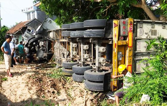 Xe đầu kéo tông sập nhà, cả gia đình đang ngủ bị thương nặng ảnh 5