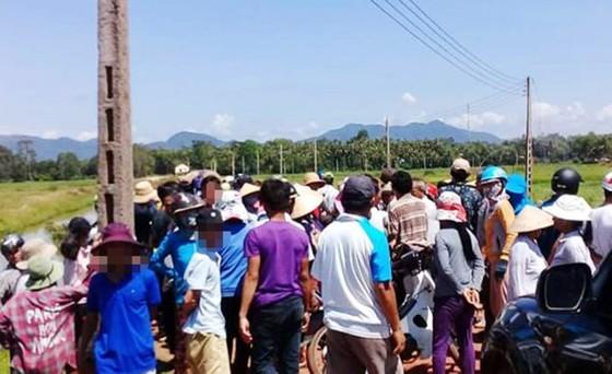 Người dân tiếp tục dựng lều canh xe công vụ, chờ được đối thoại về dự án điện ảnh 1