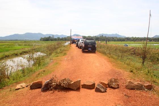 Đối thoại trên đầm Trà Ổ, người dân trả lại xe công vụ cho chính quyền ảnh 3