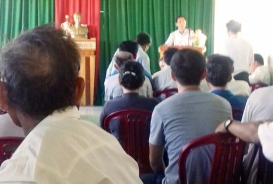 Đối thoại trên đầm Trà Ổ, người dân trả lại xe công vụ cho chính quyền ảnh 2