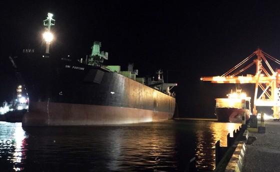 Nghi ngạt khí gas trong khoang tàu hàng, 2 công nhân tử vong tại Cảng Quy Nhơn  ảnh 1