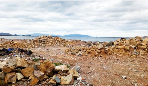 Doanh nghiệp ngang nhiên đổ đất, đá...lấp đầm Thị Nại bị phạt 300 triệu đồng ảnh 2