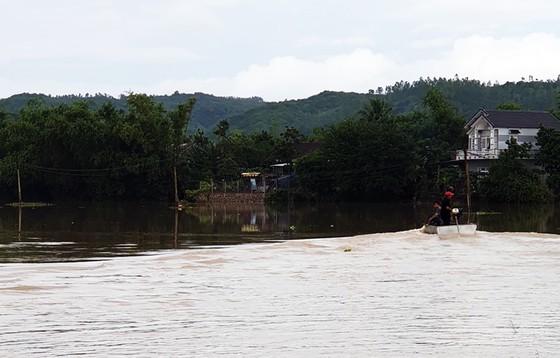Lũ gây ngập diện rộng ở Phú Yên, nhiều công trình giao thông bị tàn phá nặng nề ảnh 9