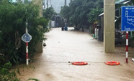 Lũ gây ngập diện rộng ở Phú Yên, nhiều công trình giao thông bị tàn phá nặng nề ảnh 5