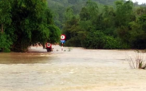 Lũ gây ngập diện rộng ở Phú Yên, nhiều công trình giao thông bị tàn phá nặng nề ảnh 4