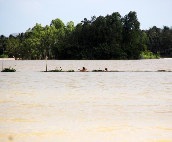 Lũ rút chậm, nhiều vùng vẫn còn ngập, 3 người trong 1 huyện bị lũ cuốn trôi ảnh 2