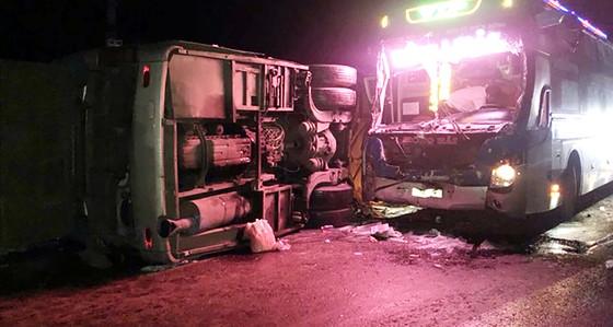 Tai nạn xe khách tại Bình Định làm 1 người chết,13 người bị thương  ảnh 2