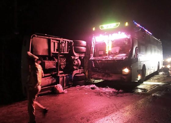 Tai nạn xe khách tại Bình Định làm 1 người chết,13 người bị thương  ảnh 3
