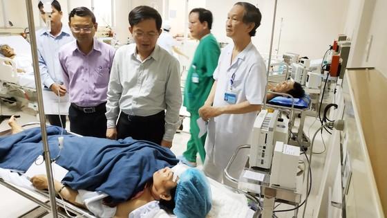 Tai nạn xe khách tại Bình Định làm 1 người chết,13 người bị thương  ảnh 4