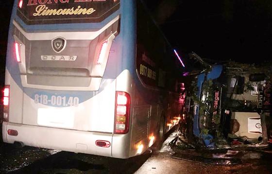 Tai nạn xe khách tại Bình Định làm 1 người chết,13 người bị thương  ảnh 1