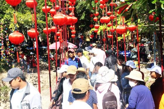 Dòng người đổ về chiêm ngưỡng tượng Phật ngồi cao nhất Đông Nam Á ảnh 9