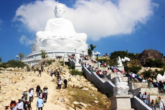 Dòng người đổ về chiêm ngưỡng tượng Phật ngồi cao nhất Đông Nam Á ảnh 6