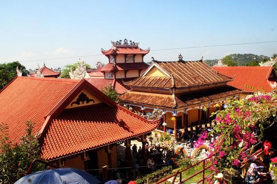 Dòng người đổ về chiêm ngưỡng tượng Phật ngồi cao nhất Đông Nam Á ảnh 4
