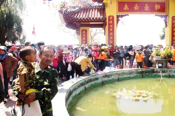 Dòng người đổ về chiêm ngưỡng tượng Phật ngồi cao nhất Đông Nam Á ảnh 7