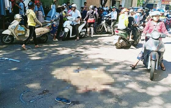 Xe Lexus biển số 6666 tông vào đám tang, 3 người chết, 8 người bị thương ảnh 1