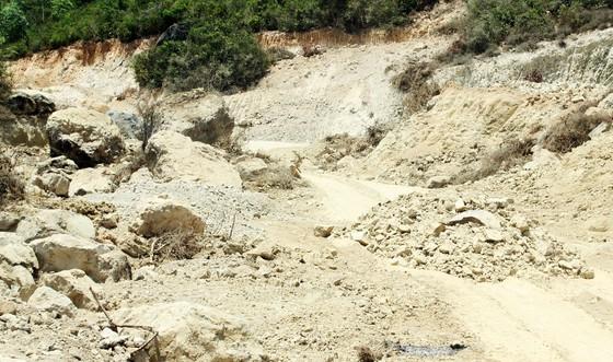 """Phản đối """"đất tặc"""" trên núi Mò O, một người phụ nữ ngất xỉu rồi tử vong ảnh 5"""