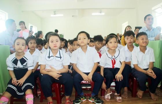 2,3 tỷ đồng ủng hộ Trung tâm Nuôi dạy trẻ khuyết tật Võ Hồng Sơn ảnh 2