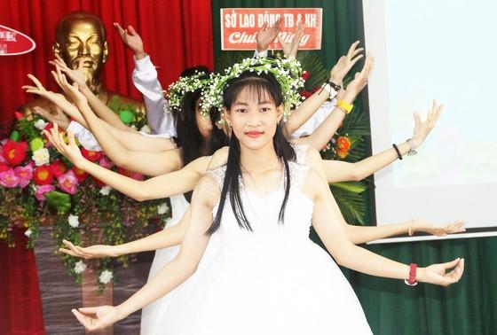 2,3 tỷ đồng ủng hộ Trung tâm Nuôi dạy trẻ khuyết tật Võ Hồng Sơn ảnh 8