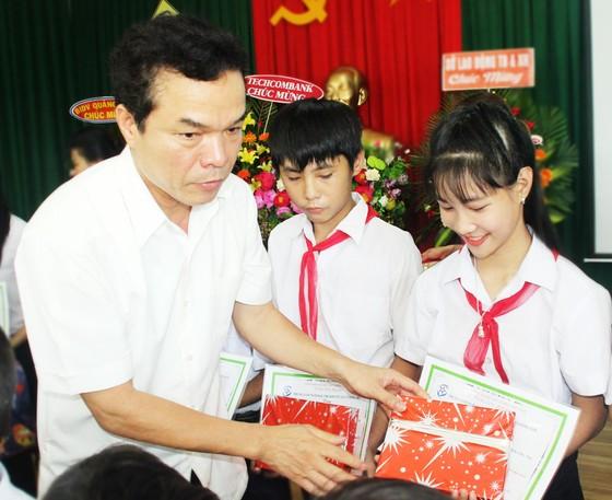 2,3 tỷ đồng ủng hộ Trung tâm Nuôi dạy trẻ khuyết tật Võ Hồng Sơn ảnh 5