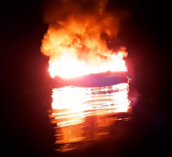Tàu cá của 11 ngư dân Bình Định chập điện, cháy ở biển Trường Sa ảnh 1