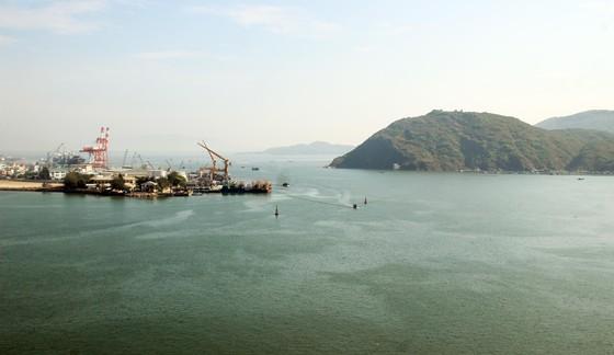 Đề xuất nhận chìm 300.000m³ bùn nạo vét luồng cảng Quy Nhơn xuống biển ảnh 1