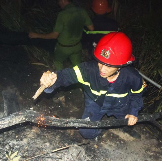 Núi giữa thành phố Quy Nhơn bùng lửa, uy hiếp hàng trăm hộ dân ảnh 14