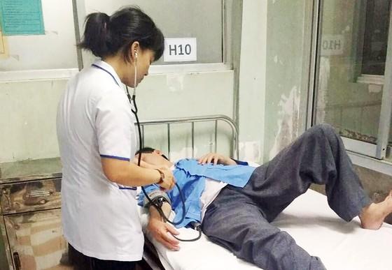 Bác sĩ đánh nhân viên điều dưỡng ngay tại nơi làm việc ảnh 2