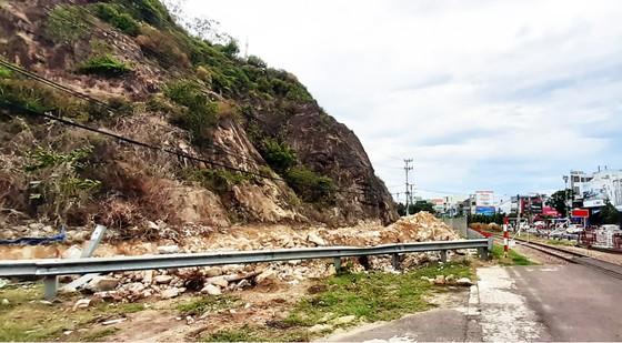 Bình Định: Cần thận trọng khi làm bức phù điêu tạc vào vách núi ảnh 2