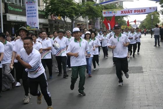Người dân TPHCM hào hứng tham gia Ngày chạy Olympic vì sức khỏe toàn dân 2018 ảnh 1