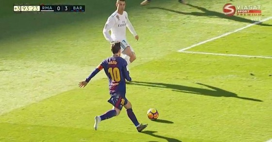 Chỉ 1 chiếc giày Messi vẫn nguy hiểm ảnh 2