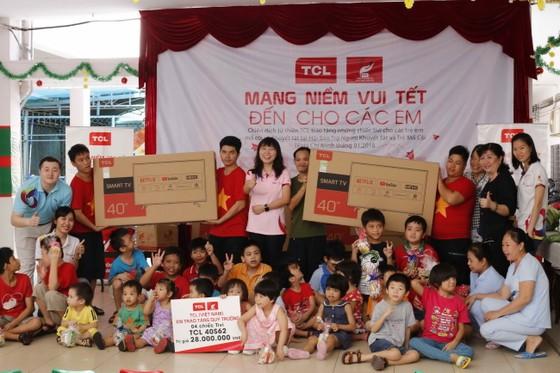 TCL mang tết đến sớm cho trẻ em mồ côi và khuyết tật TPHCM ảnh 1