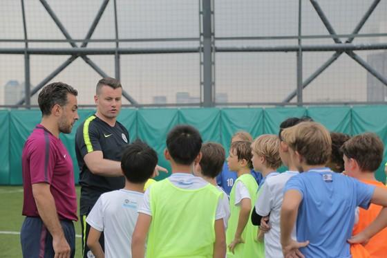 Thủ môn Shay Given đến TPHCM truyền cảm hứng bóng đá ảnh 1