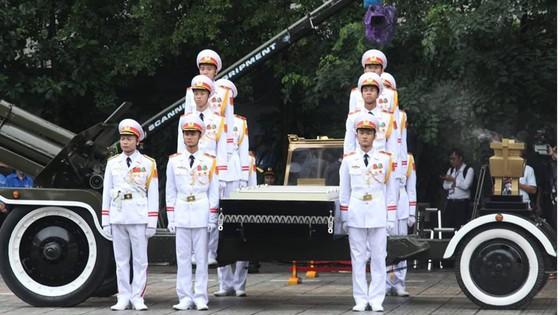 Xúc động tiễn đưa Chủ tịch nước Trần Đại Quang về nơi an nghỉ cuối cùng ảnh 53
