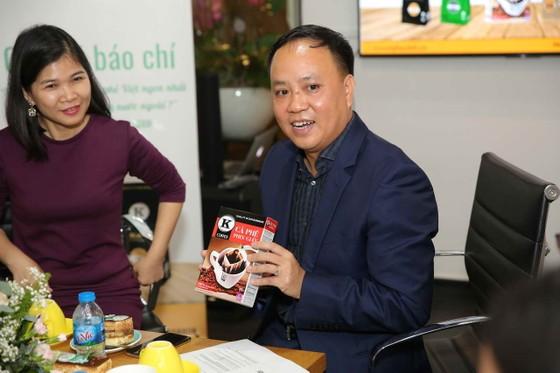 Ông Phan Minh Thông (phải), Chủ tịch HĐQT - Tổng Giám đốc Công ty Cổ phần Phúc Sinh
