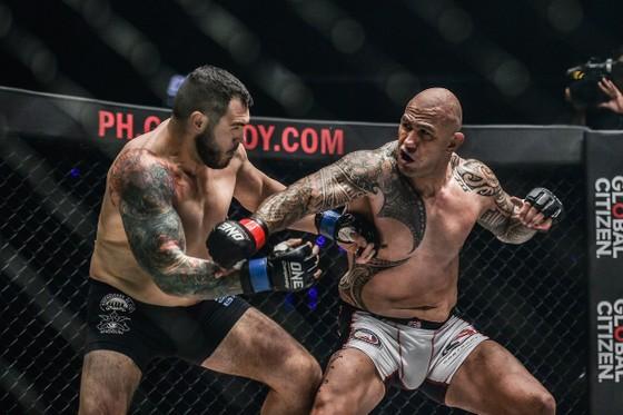 Brandon Vera hạ knock-out Mauro Cerilli bảo vệ thành công ngôi vô địch thế giới hạng nặng ảnh 1