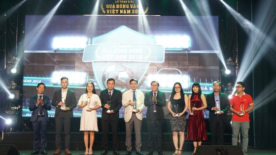 Trực tiếp Gala Trao giải QBV Việt Nam 2018: Tuyết Dung đoạt Quả bóng vàng nữ ảnh 30
