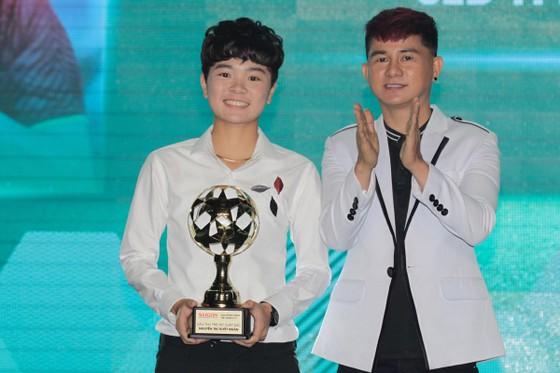 Trực tiếp Gala Trao giải QBV Việt Nam 2018: Tuyết Dung đoạt Quả bóng vàng nữ ảnh 28