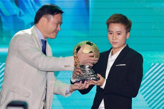 Trực tiếp Gala Trao giải QBV Việt Nam 2018: Tuyết Dung đoạt Quả bóng vàng nữ ảnh 12