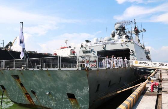 Tàu khu trục ROKS Moon Mu The Great cập cảng Tiên Sa  ảnh 2