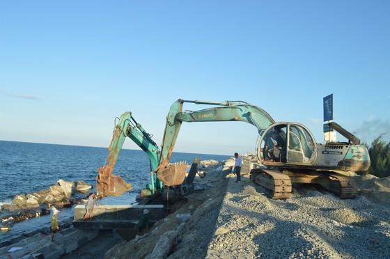 Kè biển Cửa Đại có thể hoàn thành trước mùa mưa bão ảnh 1