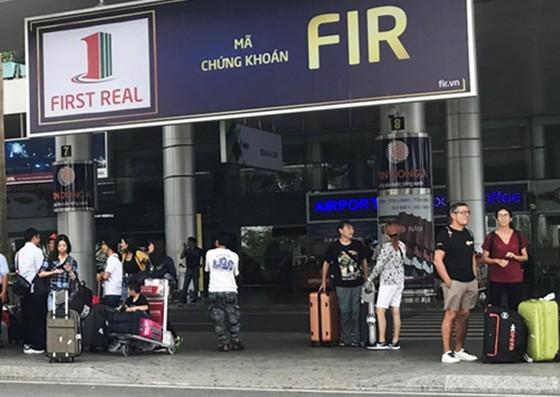 Khách ở sân bay Đà Nẵng khốn đốn vì tài xế taxi ngưng đón khách ảnh 1
